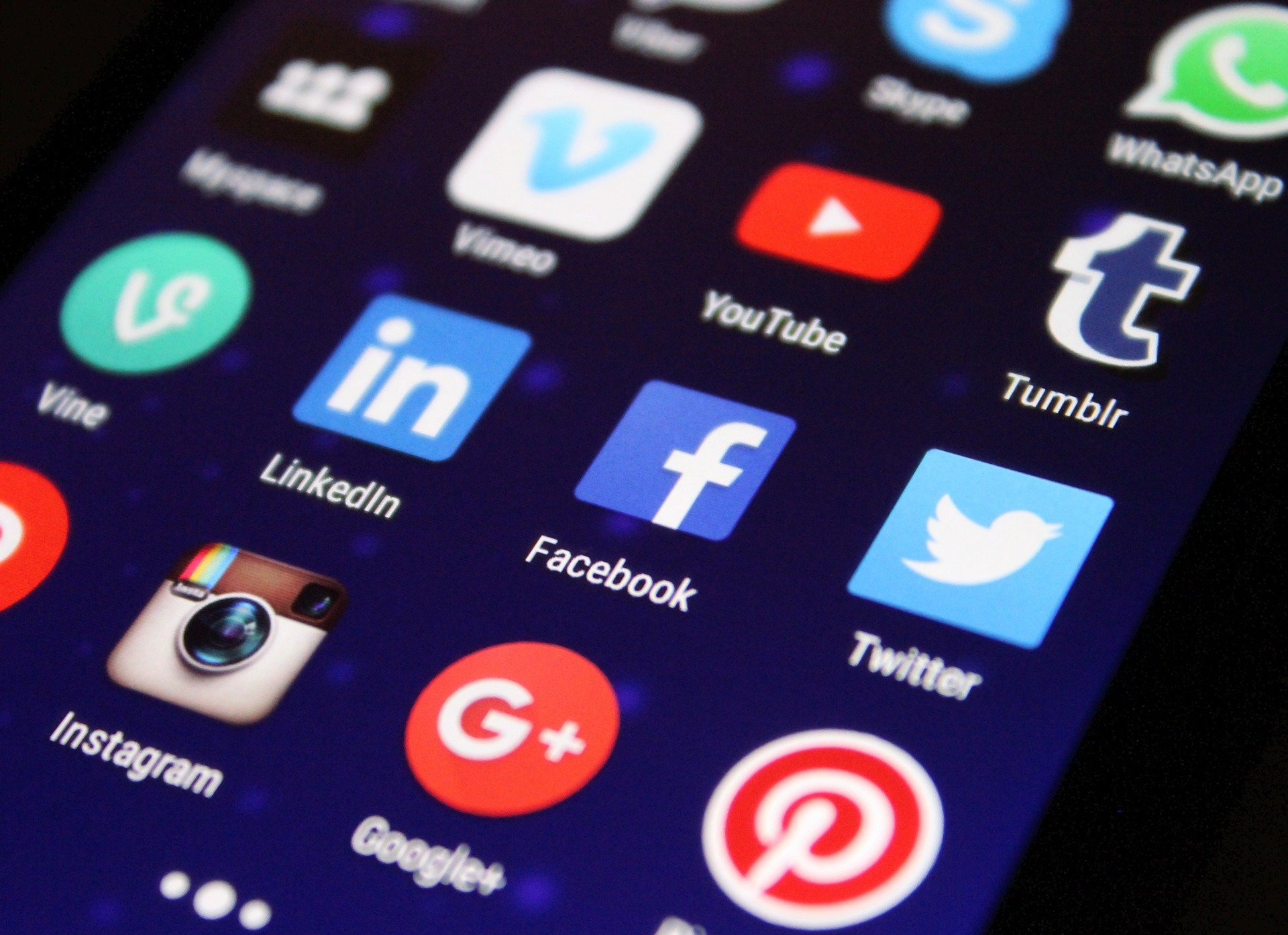 How Should Lawyers Use Social Media?
